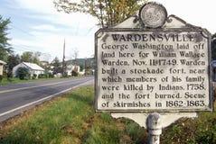 Underteckna på ingången av Wardensville, WV längs scenisk huvudvägUSA-rutt 55 royaltyfri bild