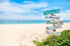Underteckna på stranden Arkivbild