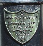 Underteckna på kanonen som framtill tas från britten av den Portsmouth athenaeumen i Portsmouth, New Hampshire Arkivfoto
