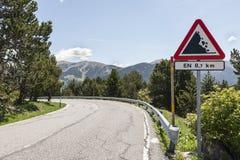 Underteckna varning för att vara försiktiga tack vare fallande stenar Arkivfoto