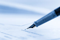 Undertecknande avtal arkivfoton