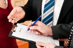 undertecknande hyresgäst för överenskommelse Arkivbilder