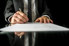 Undertecknande laglig legitimationshandlingar Arkivbilder