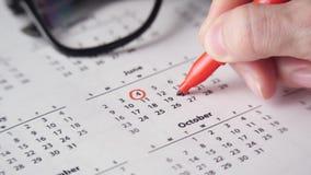 Underteckning av en dag p? kalendern lager videofilmer