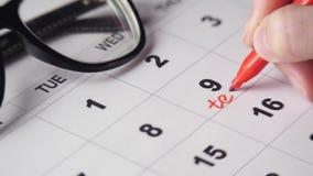 Underteckning av en dag p? kalendern arkivfilmer