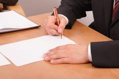underteckning för 2 affärsmanpapperen Royaltyfria Bilder