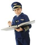 Underteckning pilotens av loggbok Arkivfoto