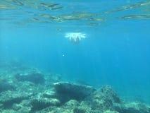 Undervattens- ö Evia ett ställe som där reser royaltyfri foto