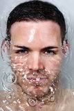 Undervattens- Bautiful ung man arkivfoton