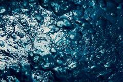 Undervattens- bubblor med solljus Undervattens- bakgrundsbubblor Royaltyfri Fotografi