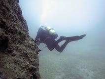 Undervattens- dykare i undervattens- värld Fotografering för Bildbyråer