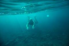 Undervattens- hav för manbad royaltyfri bild