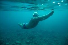 Undervattens- hav för manbad arkivbild