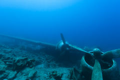 Undervattens- kraschat flygplan royaltyfria bilder