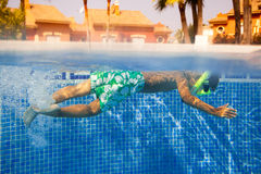 Undervattens- pojke Royaltyfri Fotografi