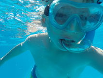 Undervattens- pojke royaltyfri foto