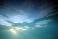 undervattens- solljus 3 Arkivbild
