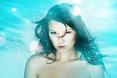 Undervattens- stående av den härliga kvinnan Fotografering för Bildbyråer