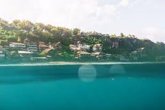 Undervattens- tropisk strand Arkivfoton