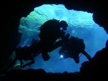 undervattens- undersökning för 3 grottor Arkivfoto