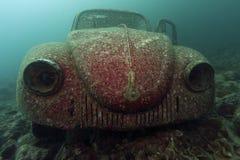 Undervattens- Volkswagen Beetle royaltyfri fotografi