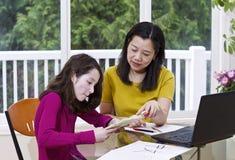 Undervisande kines Arkivfoto