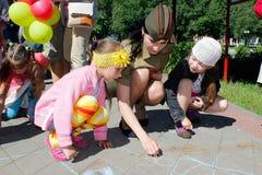 Undervisningbarn grunderna av brandsäkerhet i den Gomel regionen av Vitryssland Royaltyfria Bilder