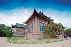 Undervisningbyggnad av det Wuhan universitetet Royaltyfri Fotografi