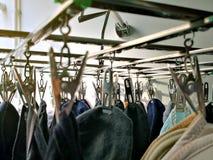 Underware垂悬在与moning的ligh的晾衣绳的袜子女用贴身内衣裤 图库摄影