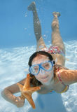 Underwater Girl. Pretty girl underwater with mask and starfish Royalty Free Stock Images
