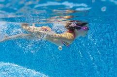 Underwater kid in swimming pool Royalty Free Stock Photos