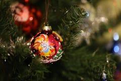 Undeutliche Dekorationszeit des Weihnachtsbaums lizenzfreie stockfotografie