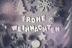 Undeutliche Ebenen-Lage, Frohe Weihnachten bedeutet frohe Weihnachten, Schneeflocken Lizenzfreie Stockfotografie