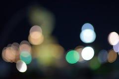Undeutliche Lichter auf der Straße Stockfoto
