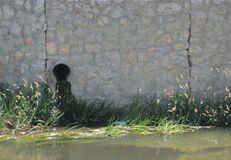 Undichtes Abwasserrohr Lizenzfreie Stockfotografie