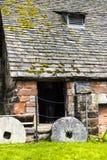 Undre Alderley Mill är en århundradewatermill för th 16 Royaltyfri Fotografi