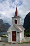 Undredal Stavkyrkje, norwegische Daubenkirche im Fjord-Dorf Lizenzfreie Stockbilder