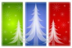 Undurchlässige Weihnachtsbäume auf rotem grün-blauem Stockfotografie