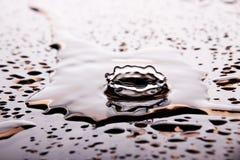 Une éclaboussure dynamique de l'eau photo libre de droits