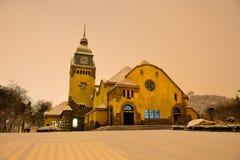 Une église chrétienne de ville de Qingdao, Chine Photographie stock libre de droits
