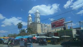 Une église coloniale dans un village dans Yucatan Images stock