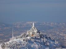 Une église en hautes montagnes images stock