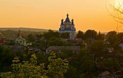 Une église orthodoxe au coucher du soleil Photographie stock