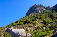 Une étape de falaise sur une île en Grèce photo libre de droits