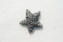 Étoile sur une surface de neige Photo libre de droits