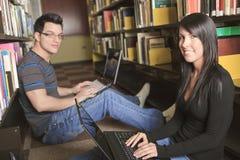 Une étude d'étudiant de 20 couples d'années Photos libres de droits