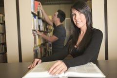 Une étude d'étudiant de 20 couples d'années Image libre de droits