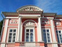 Une aile du palais dans l'ensemble architectural Kuskovo, Moscou de parc Photos stock
