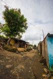 Une allée étroite dans le village indien photos libres de droits