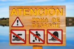 Une attention de avertissement de signe ! Région de drainage images libres de droits